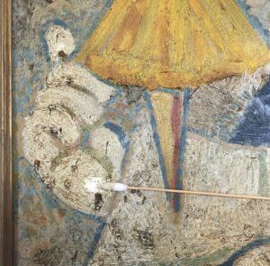 Henry Heerup under rensning af maleri-Pierrot med Ballerina